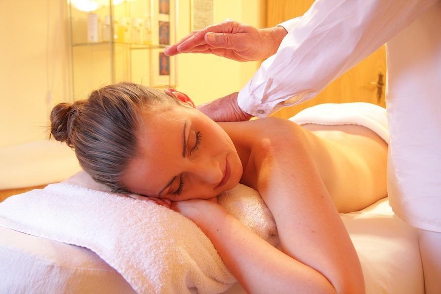 Masaža eteričnim uljima – sve dobrobiti aromaterapijske masaže